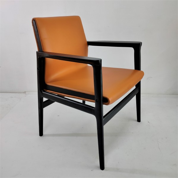 SOLID WOOD LOUNGE CHAIR - FRM02401