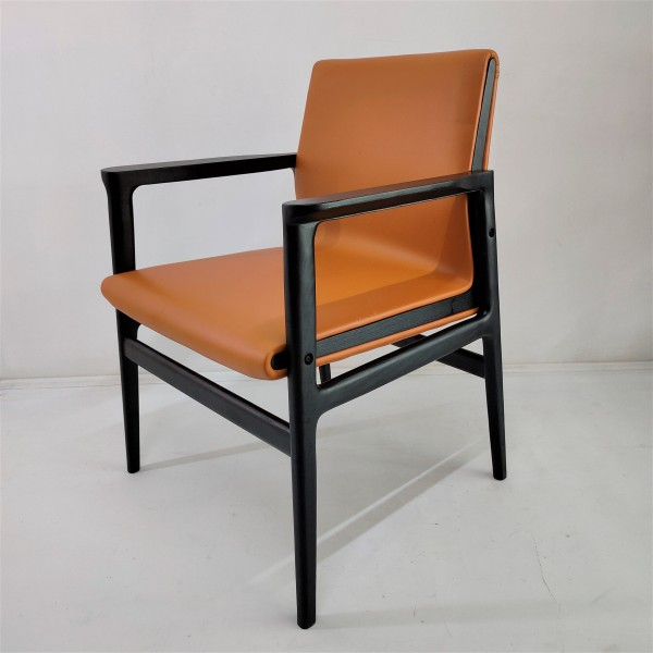 SOLID WOOD LOUNGE CHAIR - FRM02402