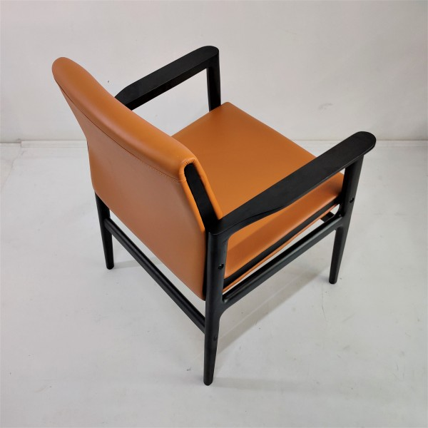 SOLID WOOD LOUNGE CHAIR - FRM02403