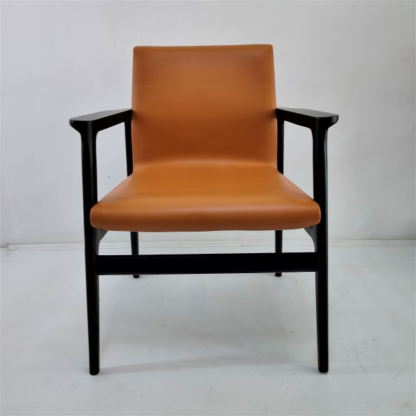 SOLID WOOD LOUNGE CHAIR - FRM02406