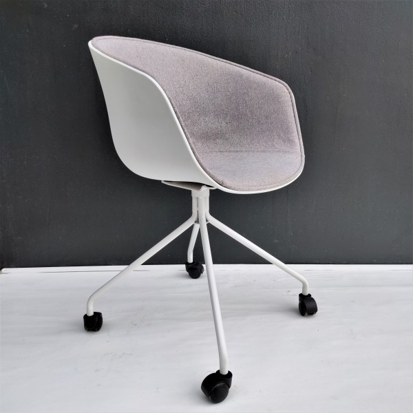 ABOUT A CHAIR  FRM9029-FG1