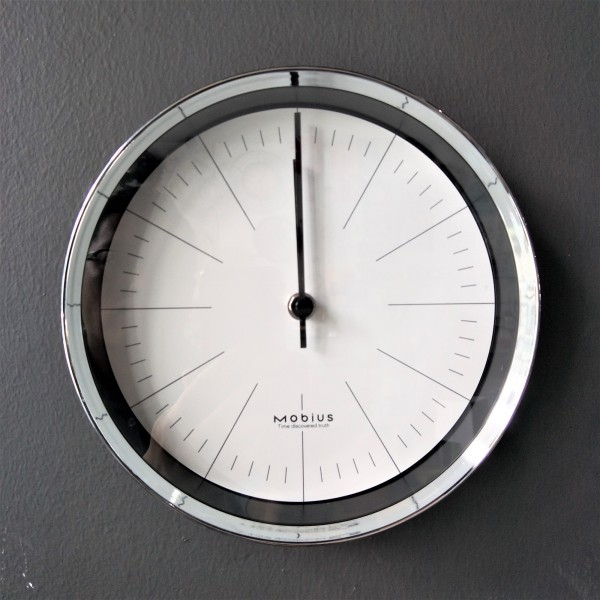 MOBIUS ROUND WALL CLOCK  - DCC10974
