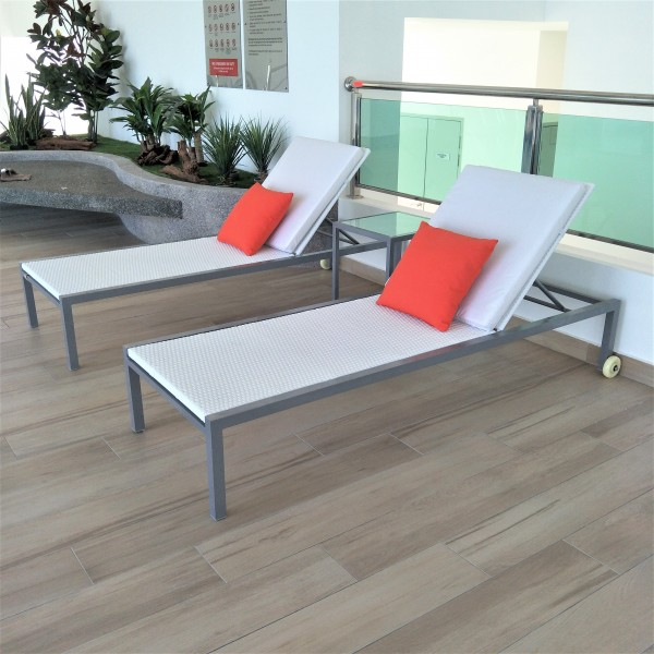 SQUARE ALUMINUM SIDE TABLE - FRM5138A4