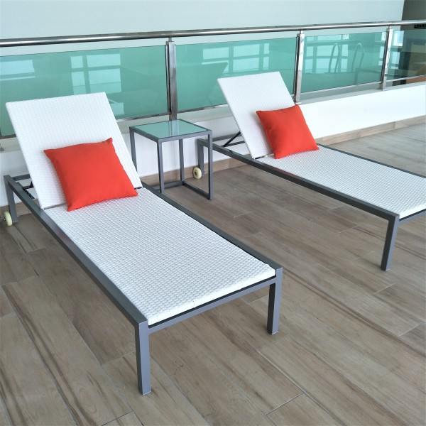 SQUARE ALUMINUM SIDE TABLE - FRM5138A6