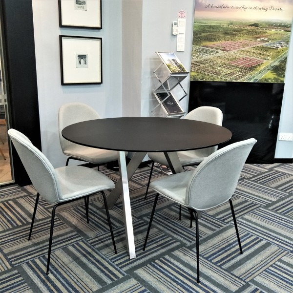 ROUND GLASS DINING TABLE - FRM51234