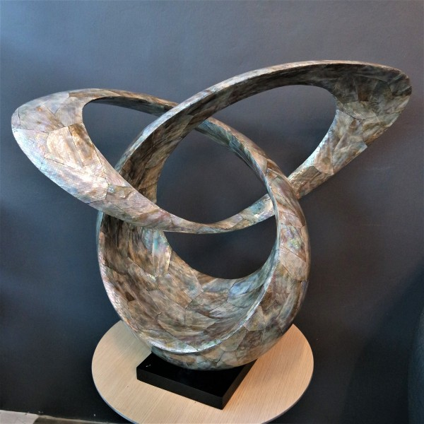 MOTHER OF PEARL SCULPTURE - SPS60071