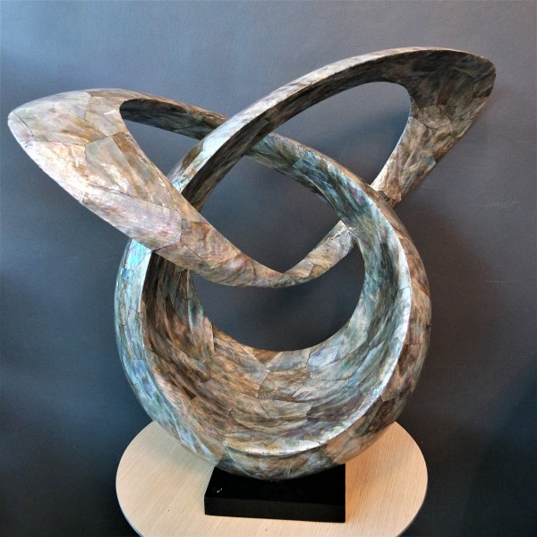 MOTHER OF PEARL SCULPTURE - SPS60074